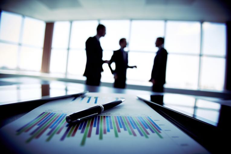 Jakie korzyści przynosi współpraca z pośrednikiem?